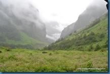 Valley of flowers trekker starting point trek view (2)