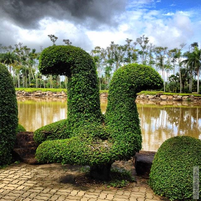 2012. Nong Nooch. Thailand. Pattaya. Во! Выбрались из сада орхидей и погуляли дальше, просто аллеи и что-то там ещё.