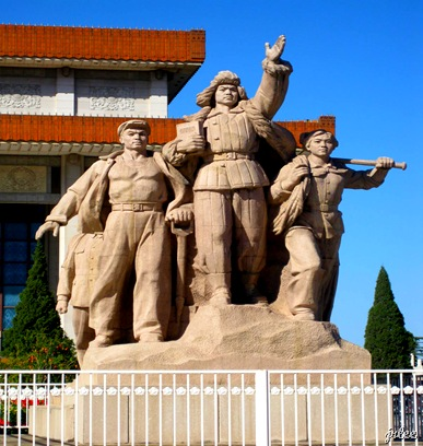 a monument at mao's mausoleum