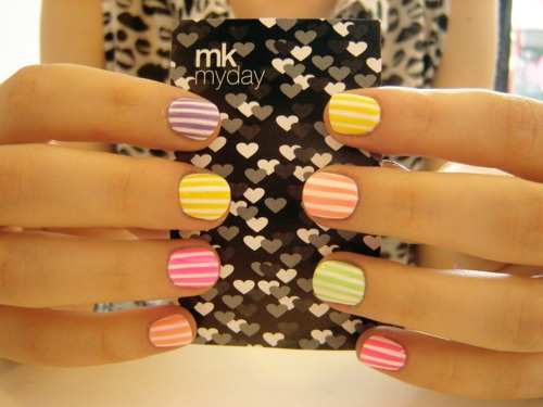 striped nails via eff yeah nail art