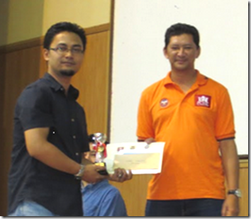 IM Mas receiving his first place prize