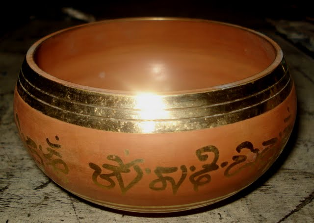 Red gulpa singing bowl