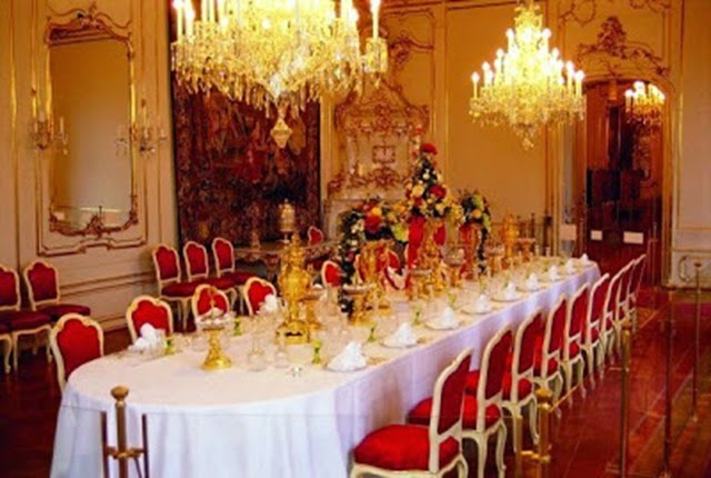Dining-Room-at-Hofburg_thumb2