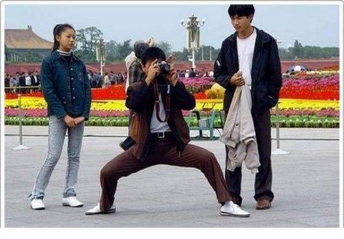 divertenti-pose-dei-fotografi-02.jpg
