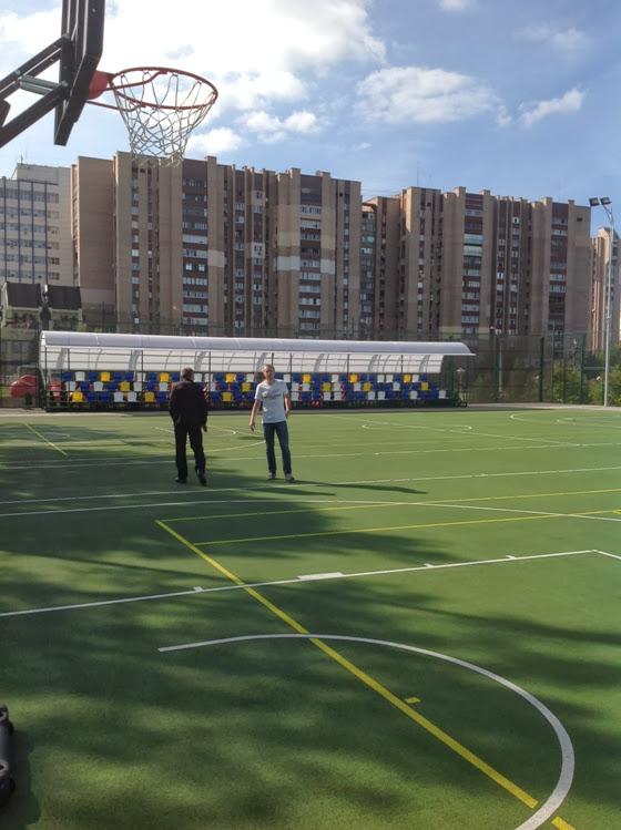 Открытая баскетбольная площадка в Луганске