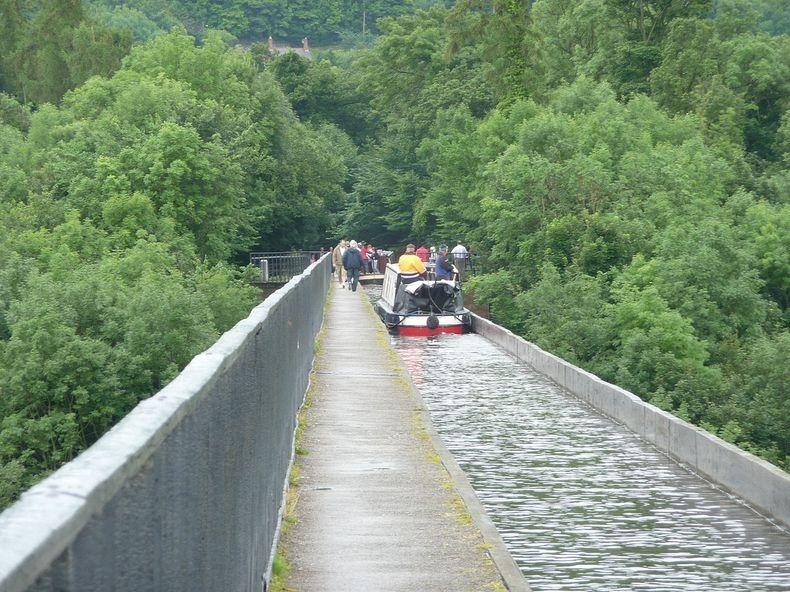 Pontcysyllte-Aqueduct-10