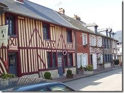 2007.04.05-009 maisons à pans de bois à Beuvron-en-Auge