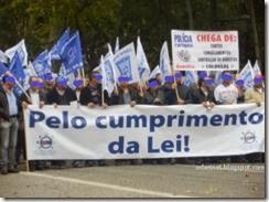 oclarinet.blogspot.com - polícias perseguidos pela polícia.Jan 2014