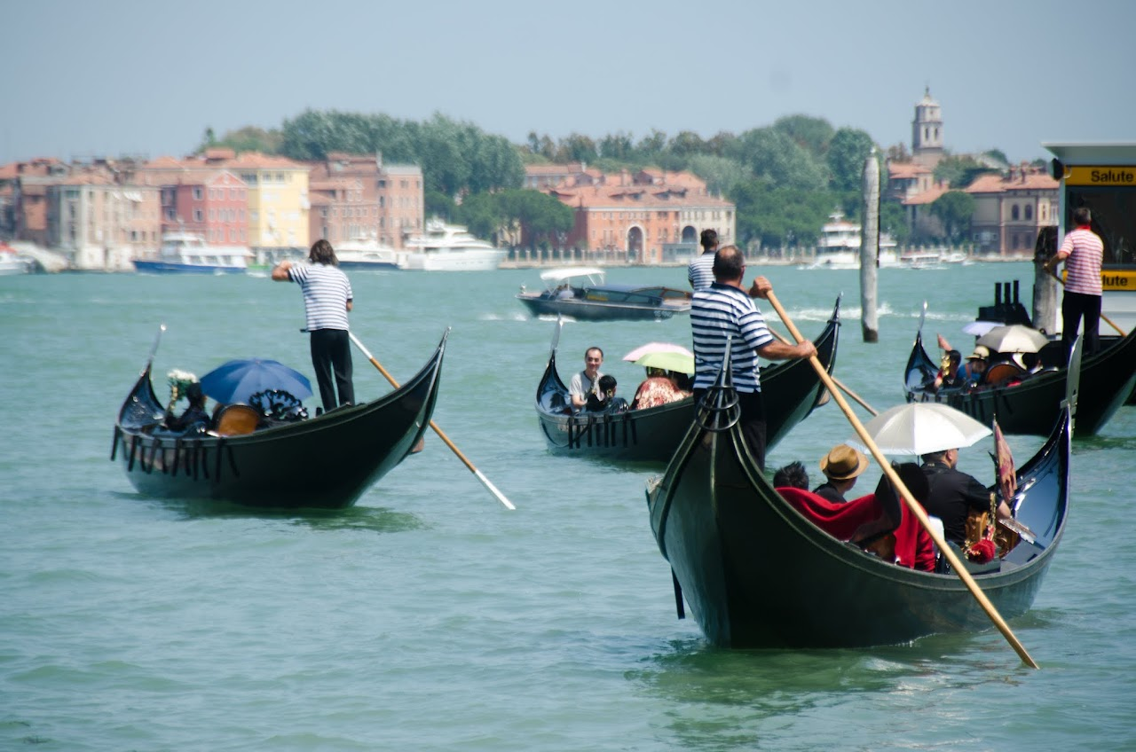 Venice gondoliers