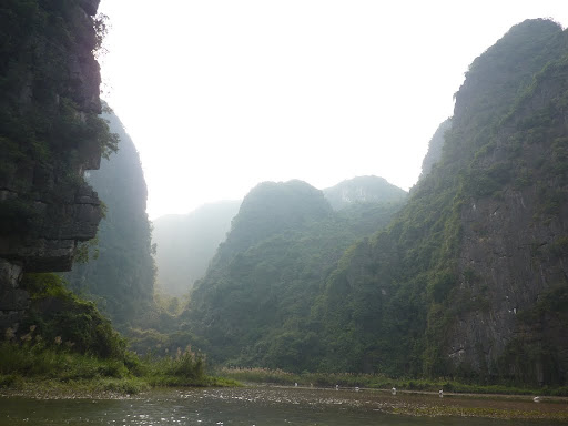 The surroundings of Tam Coc are very lost world...