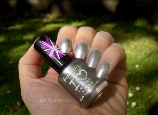 009rimmel-yourmajesty-nail-polish