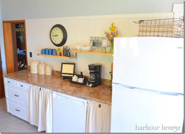 159 kitchen makeover at harbour breeze home - See how some creative DIY projects, paint, and a few small building projects completely transformed this outdated kitchen.