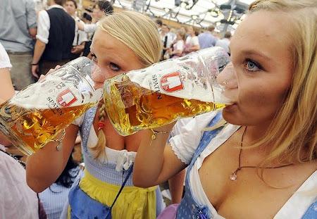 Fete care beau bere
