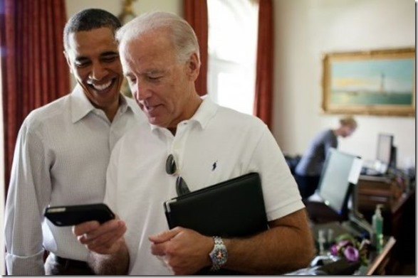 obama-checking-your-emails-5