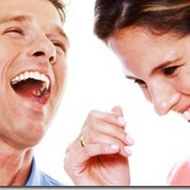 الضحك يخفف الشعور بالالم