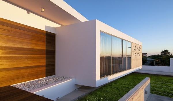 Moderna casa minimalista arquitecto lambrianou - Casas de madera minimalistas ...