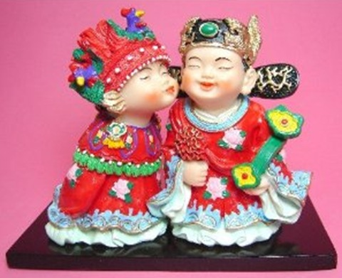 happy chinese kissing couple