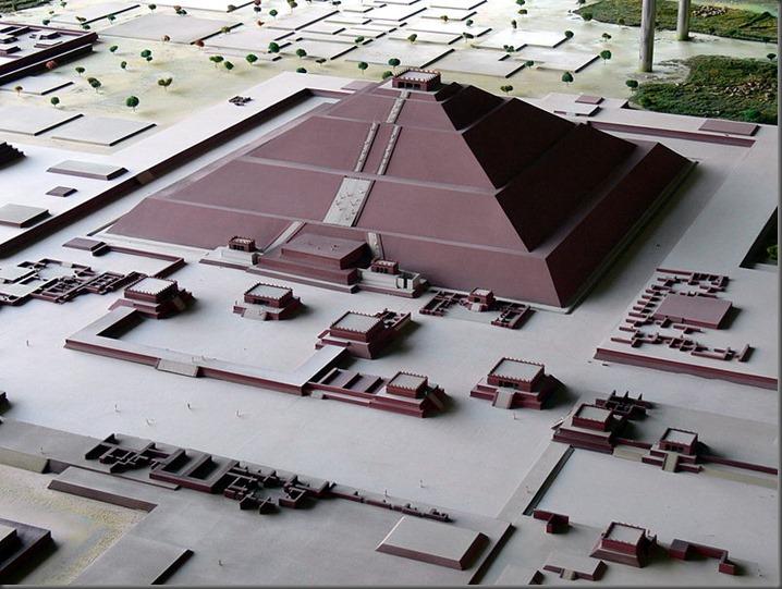 800px-Teotihuac%C3%A1n_-_Modell_Sonnenpyramide[1]