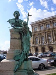 Statue Szaras Gabor Pest