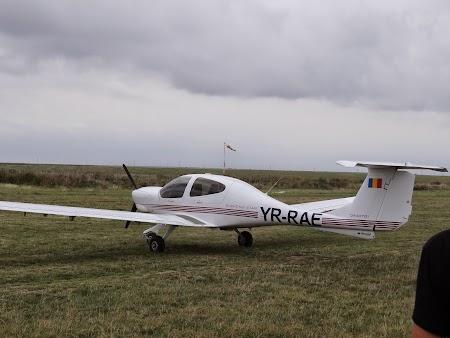 26. Avion DA - aerodromul Tuzla.JPG