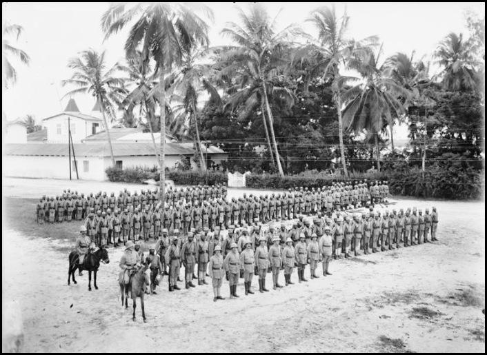 Bundesarchiv_Bild_105-DOA3056,_Deutsch-Ostafrika,_Askarikompanie