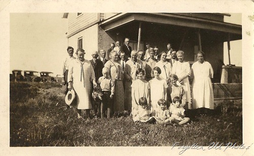 Large Family Photo Dyersville Iowa DL Antiques