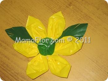 Flor Elaborada con Bolsas Plásticas