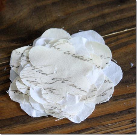 слоями ткани цветок