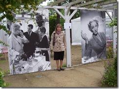 2012.07.02-027 Stéphanie dans le jardin Christian Dior