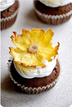 pineapple-flower-cupcake