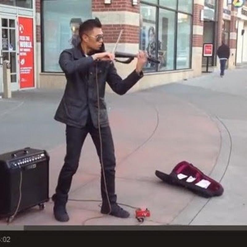 Οδός Performer με ένα βιολί και ένα πεντάλ Echo