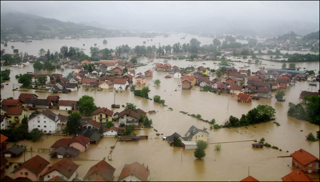 Aerial view of homes sitting submerged due to overflowing rivers in Doboj, a northern city of Bosnia and Herzegovina on 16 May 2014. Photo: Kemal Zorlak / Anadolu / Getty Images