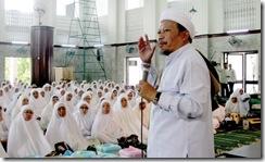 KH Zezen Zainal Abidin.