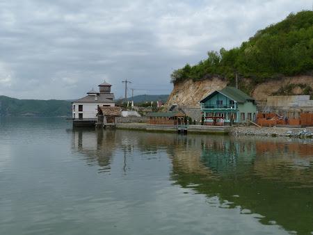 Imagini Dunare: casa cu turn