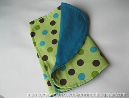 polka dot burp cloth (2)