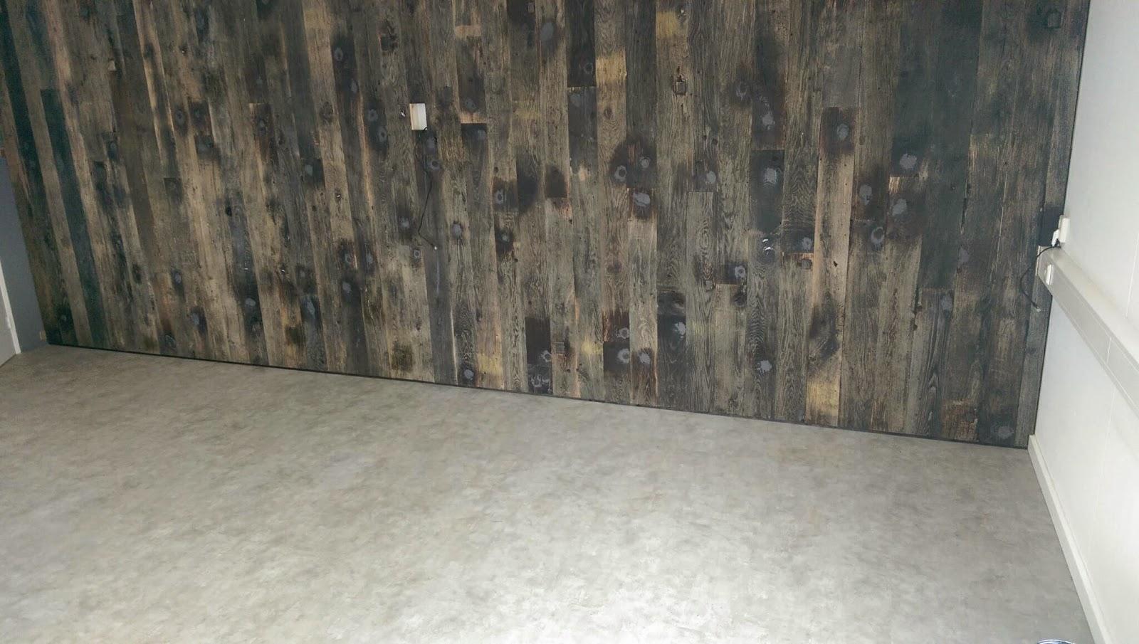 Pvc Vloeren Test : Oud hout op wand en pvc vloer test