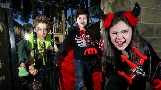 714716-australian-children-dressed-up-for-halloween