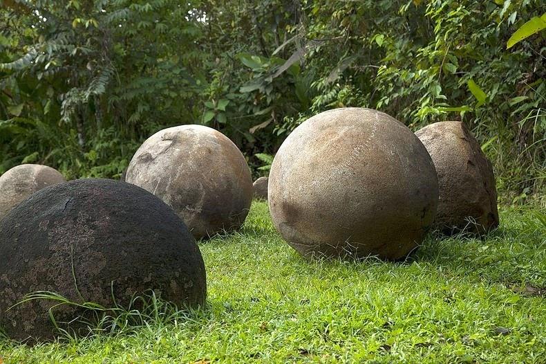 costa-rica-stone-spheres-1