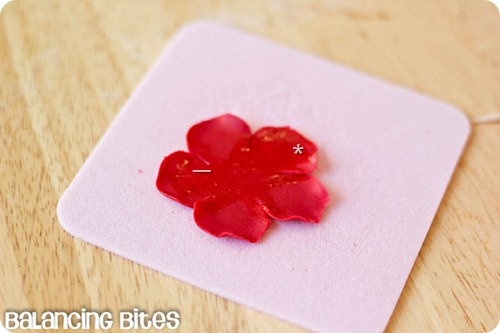How to make small gumpaste roses (22)