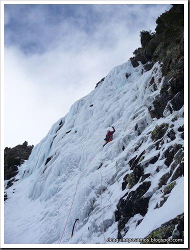Cascada Mamporros para todos 100m WI4 ,III 90º (Aigualluts, Benasque, Pirineos) (Omar) 0430