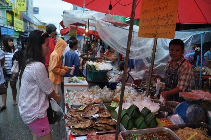 Imagini Thailanda: La cumparaturi prin piata din Chiang Rai, Thailanda
