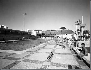 Restos de colec o piscina municipal dos olivais for Piscina municipal oleiros