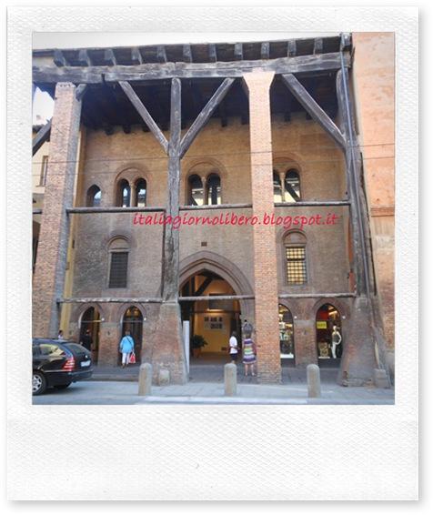 IGL Bologna centro, Corte Isolani