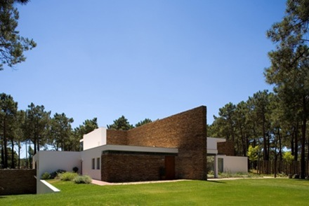 fachada-Casa-del-Lago-Arquitecto-Frederico-Valsassina_thumb[1]
