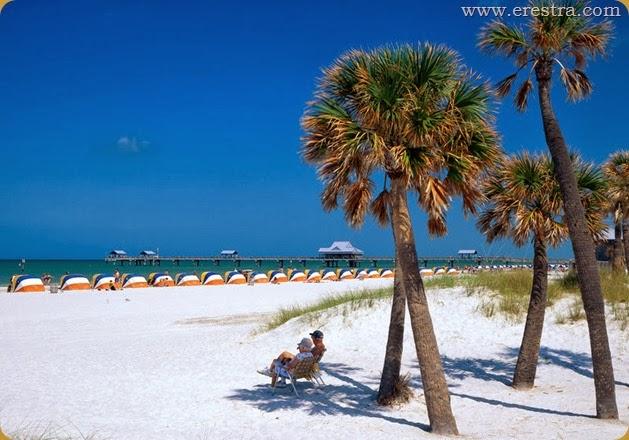 Strand mit Pier am Clearwater Beach, Florida, USA
