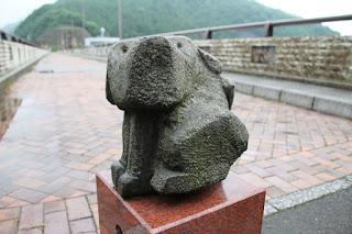 犬の石像2