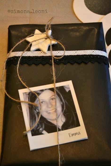 pacchetto-regalo-con-polaroid