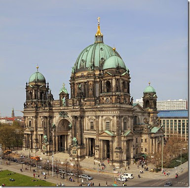 605px-View_from_Humboldtbox_-_Berlin_Cathedral