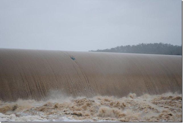 Paradise Dam 2011 Flood