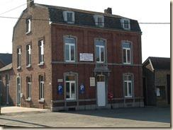 Raatshoven (Racour): voormalig gemeentehuis, thans museum en strijkdienst